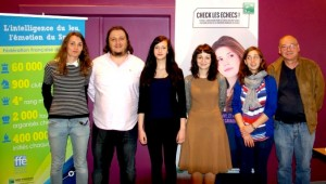 De gauche à droite : Mathilde, le coach JN, Cécile, Elisabeth, Emma, le Président Claude