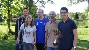 Une partie de l'équipe :  Kapitân Markus, Anna, Eric, Jean-Michel et Yanis, coupe en main