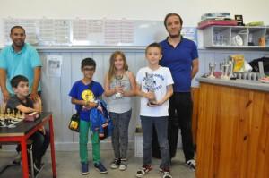 Les vainqueurs du premier tournoi espoir  de G à D :  Nicolas (as), Emma (cadors) et Sidali (pitchounes)